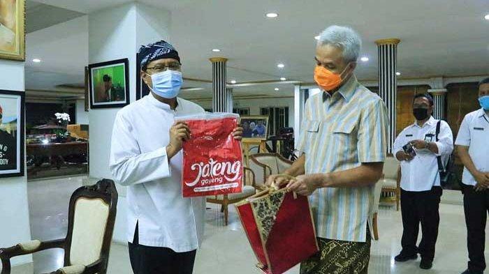 Gus Ipul Temui Ganjar Pranowo untuk Pelajari Payung Madinah Semarang