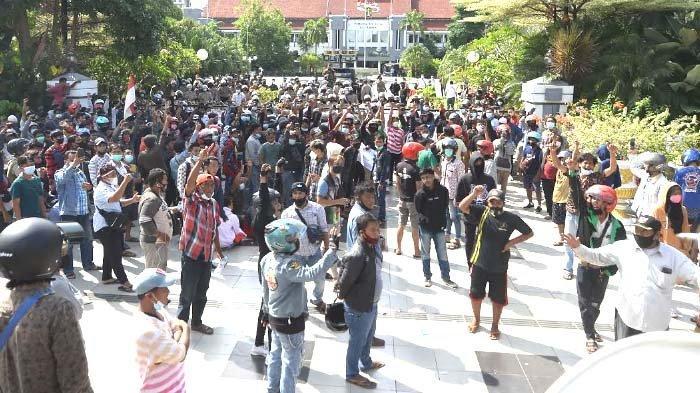 Ajak Shalawatan Warga Madura yang Demo di Balaikota, Walikota Eri Cahyadi Dipuji Ketua PCNU Surabaya