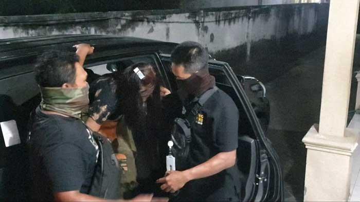 Wanita Penghibur Tertangkap Basah Layani Pria di Kamar Warung Remang-remang di Mojokerto