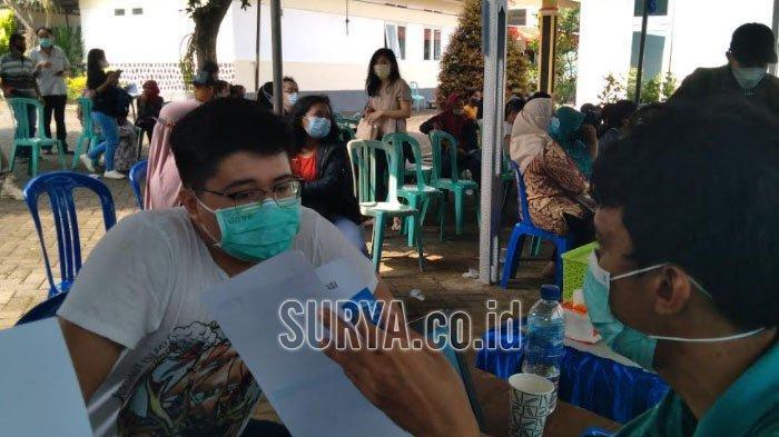 Antrean Panjang Vaksinasi Covid-19 Massal di Tumpang Kabupaten Malang