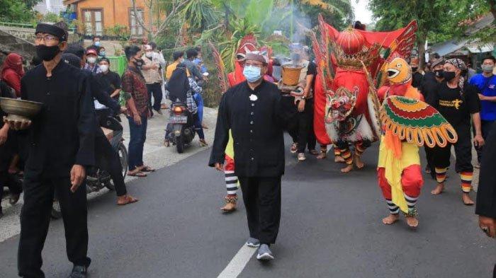 Tradisi Barong Ider Bumi Desa Kemiren Banyuwangi Digelar dengan Protokol Kesehatan Ketat