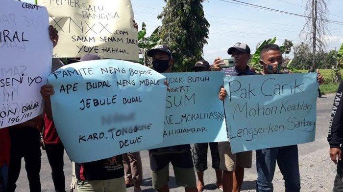 Warga Tuntut Mundur Perangkat Desa di Ponorogo, Gara-garanya Ketahuan Bersetubuh dengan Janda