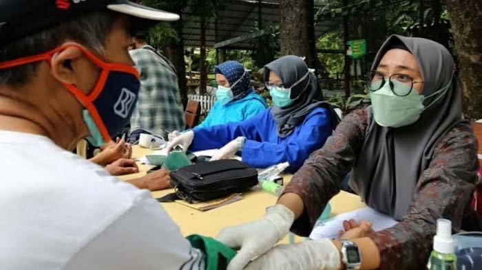 Pesan Cak Eri saat Pantau Vaksinasi di KBS: Saya Titip Jaga Surabaya Jangan Sampai Naik Level Lagi