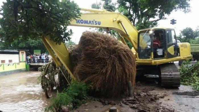 Ajak Warga Nganjuk Cegah Banjir di Awal Penghujan, BPBD Juga Salurkan Air di Wilayah Kekeringan