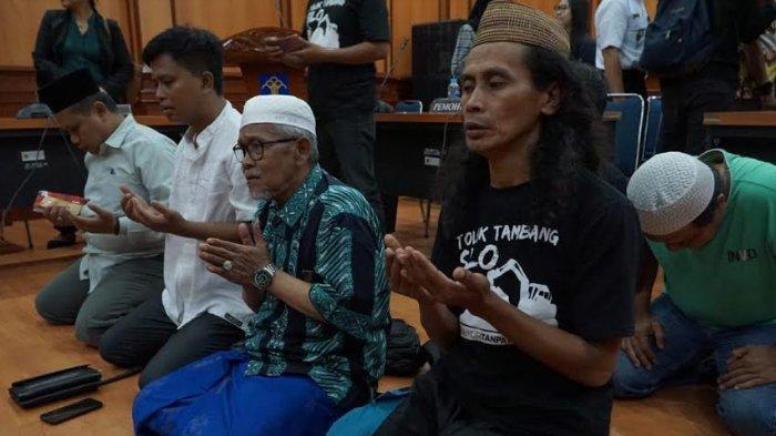 Lampiran Tambang Emas Blok Silo di Jember Dicabut, Warga Silo Sujud Syukur