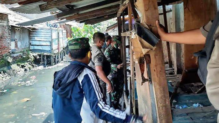 Petugas Obrak-abrik Warung Andok Sabu di Semampir Surabaya, Bangunan Semi Permanen Dibongkar