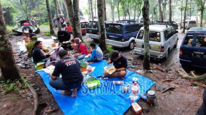 Berwisata di Bukit Mbolang, Seloliman, Kecamatan Trawas, Kabupaten Mojokerto.