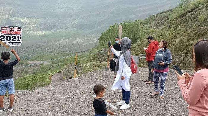 Bulan Ramadan, Wisatawan Ramai Datangi Gunung Kelud yang Dibuka Kembali Pasca Setahun Ditutup