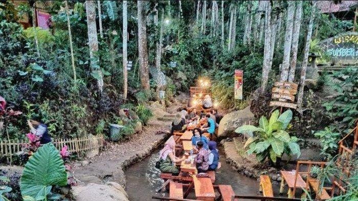 Rute dan Harga Tiket Tempat Kuliner Tengah Sungai Wisata Sumber Biru Kabupaten Jombang