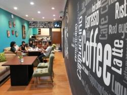 Jeda Sejenak di Lloris Resto and Coffee Shop