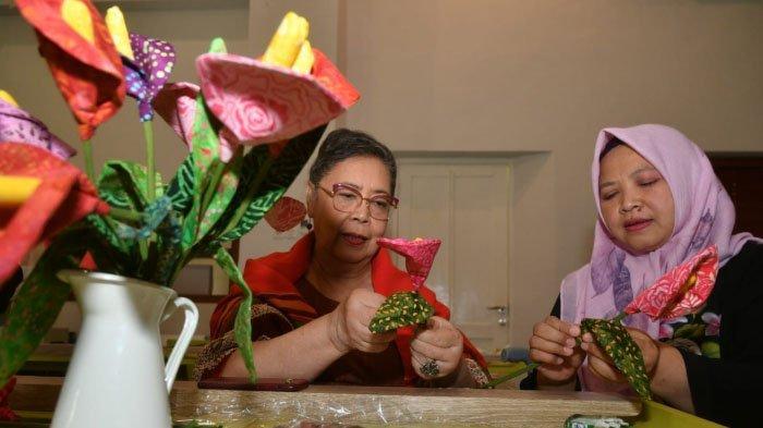 Kreasi Bunga Hias Berbahan Kain Sisa: dari Kain Perca Jadi Bunga Calla Lily, begini Cara Membuatnya