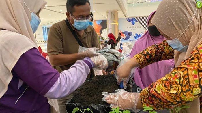 Marvel City Mall Surabaya Ajarkan Masyarakat Sekitar Urban Farming, Tujuannya