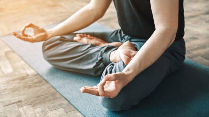 10 Gerakan Yoga Mudah & Sederhana Cocok Dilakukan Setelah Work From Home, Baik untuk Kesehatan