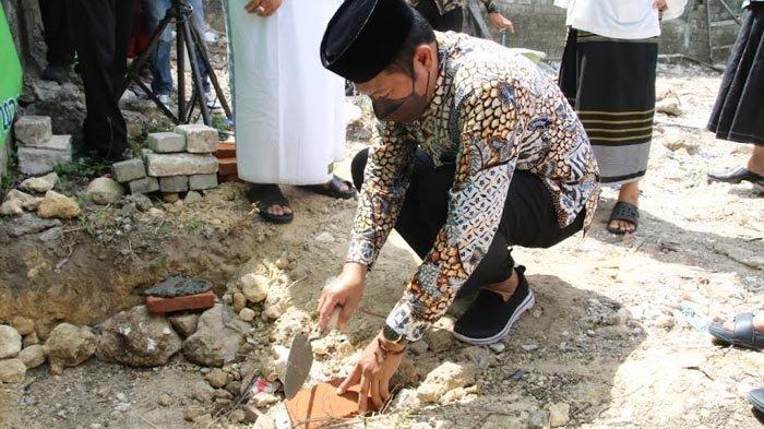 Bupati Yuhronur Melakukan Peletakkan Batu Pertama Pembangunan Kantor JATMAN di Lamongan
