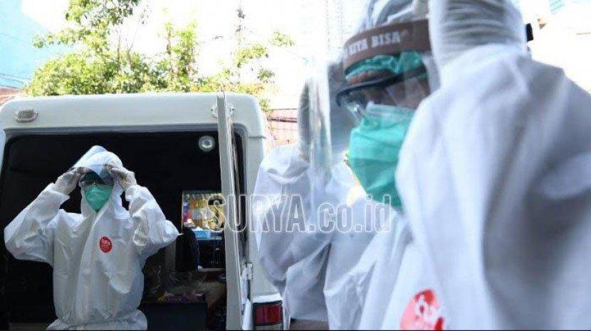 foto-ilustrasi-petugas-medis-mengenakan-apd-lengkap-di-surabaya.jpg