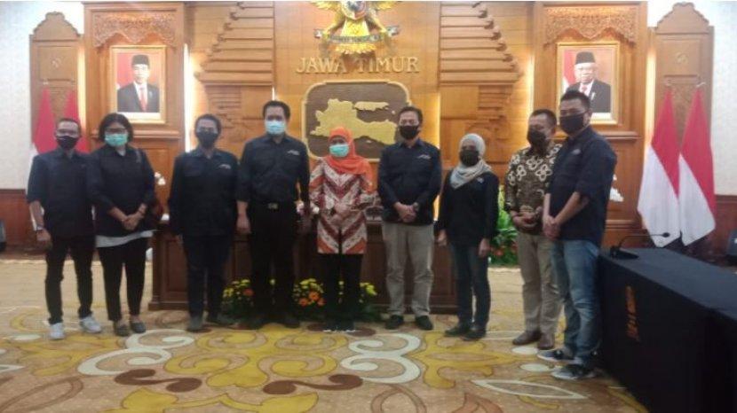 gubernur-khofifah-bertemu-pengurus-amsi-jatim-di-gedung-grahadi.jpg