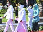 achmad-fauzi-dan-dewi-khalifah-resmi-dilantik-di-gedung-negara-grahadi.jpg