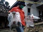 ah-barang-bukti-dari-lokasi-ledakan-mercon-di-desa-sukorejo-wetan-kecamatan-rejotangan.jpg