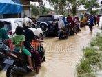 air-menggenangi-jalur-poros-kecamatan-arosbaya-kabupaten-bangkalan.jpg