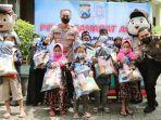 akbp-lukman-cahyono-membagikan-hadiah-kepada-anak-yatim-piatu-terdampak-covid-19.jpg