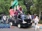 aksi-demo-mahasiswa-bangkalan-tolak-uu-omnibus-law1.jpg