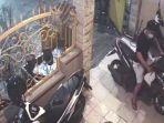 aksi-pencurian-di-sebuah-pengnnapan-yang-terekam-kamera-cctv.jpg