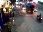 aksi-ugal-ugalan-sopir-bus-mira-viral-di-media-sosial_20170623_214446.jpg