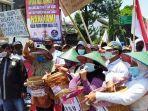 aksi-unjuk-rasa-petani-di-kediri-4102021.jpg
