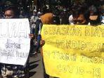 aktivis-gresik-yang-tergabung-dalam-solidaritas-peduli-pendidikan-gresik-spp-g.jpg