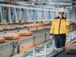 aktivitas-pekerja-saat-produksi-semen-di-pabrik-rembang.jpg