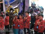 anak-panti-asuhan-bertemu-robot-cosplay-transformer_20170622_203413.jpg