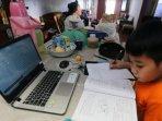 anak-yang-sedang-belajar-di-rumah-selama-pandemi-covid-19.jpg