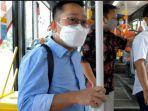 anggota-komisi-c-william-wirakusuma-memilih-naik-suroboyo-bus-yang-nyaman-menuju-kota-tua.jpg