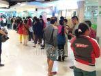 antrean-panjang-di-layanan-sim-corner-tunjungan-plaza-surabaya-rabu-212019.jpg
