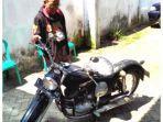 asn-kota-memperlihatkan-sepeda-motor-antik-merek-puch.jpg