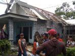 atap-rumah-warga-di-desa-pasrujambe-rusak-akibat-dilanda-angin-puting-beliung.jpg