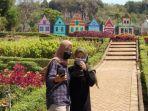 ayun-berswafoto-di-taman-bunga-wisata-wagos.jpg