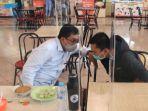 azrul-ananda-menemani-calon-wali-kota-surabaya-machfud-arifin-di-food-court-pasar-atum-surabaya.jpg