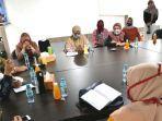 bakal-calon-walikota-machfud-arifin-baju-putih-bertemu-perwakilan-fatayat.jpg