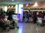 bandara-juanda-padat-penumpang_20180402_104140.jpg