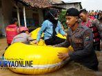 banjir-jombang-perahu-karet_20180222_202243.jpg