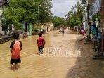 banjir-melanda-sembilan-desa-di-kecamatan-parengan-akibat-luapan-kali-kening-kabupaten-tuban.jpg