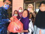 bantuan-dinas-sosial-kabupaten-kediri-diserahkan-kepada-seorang-lansia-di-kecamatan-ngancar.jpg