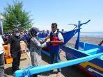 bantuan-kapal-fiber-dan-alat-bantu-penangkapan-ikan-untuk-nelayan-di-banyuwangi.jpg