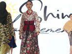 batik-bojonegoro-model-memeragakan-busana-pesta-berbahan-kain-batik.jpg