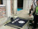 bendera-isis-ditemukan-di-masjid-di-mojokerto_20180114_233940.jpg