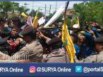 berita-bangkalan-mahasiswa-bentrok_20161124_130832.jpg
