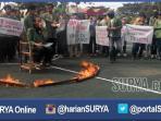 berita-kampus-surabaya-upn-demo_20160622_184904.jpg