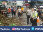 berita-pasuruan-polisi-bersih-gorong-gorong_20170103_144520.jpg