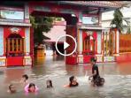 berita-sidoarjo-banjir-kelenteng_20161011_080056.jpg